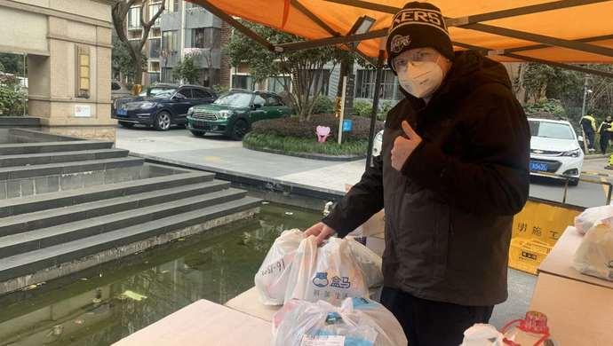 """在上海,共""""抗疫""""③ 特殊假期有太多""""不可思议"""",美籍外教说:上海人自觉性真高"""